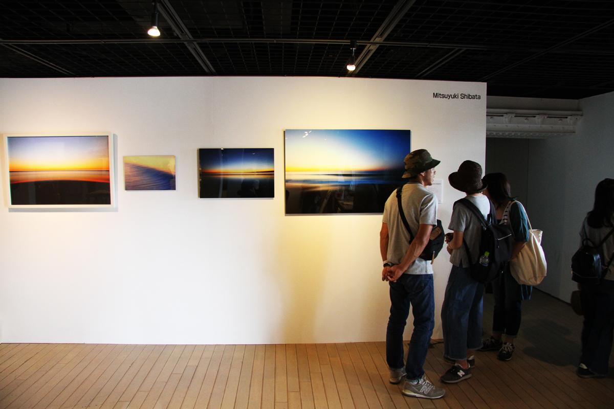 今年、写真集を出版した芝田満之さんも出展