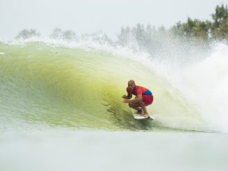 この波を作り出したケリー・スレーター Credit: © WSL /  Cestari