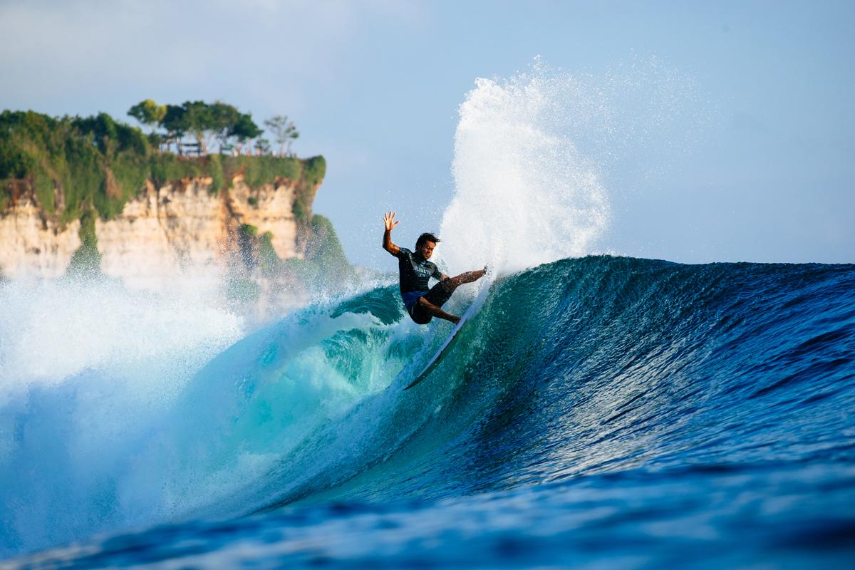 コナー・オリアリー(AUS)はミシェル・ボレーズ(PYF)を下してラウンドアップ。PHOTO: © WSL / Sloane