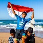 和井田理央が南アフリカのウィラード・ビーチで開催された「ビラボン・ジュニア・シリーズ・バリート」で優勝。