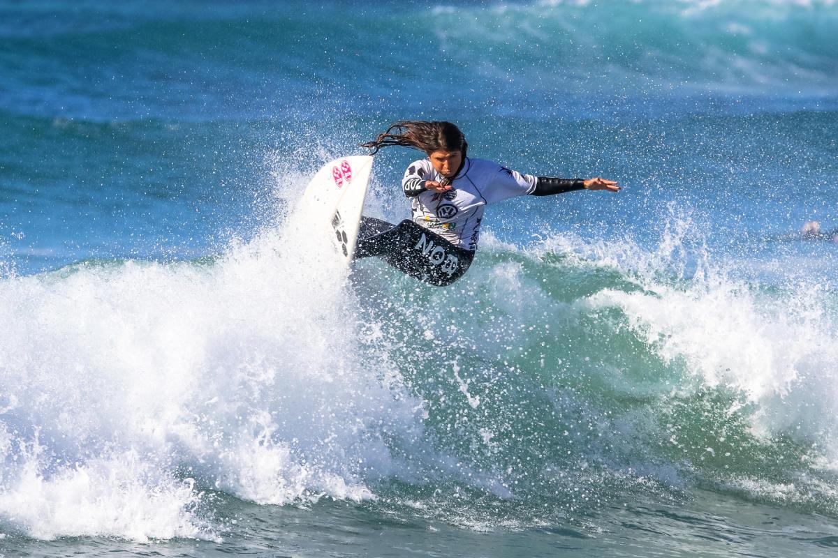 元ワールド・チャンピオン(2004)のソフィア・ムラノヴィッチのサーフィンは健在。WSL / Ian Thurtell