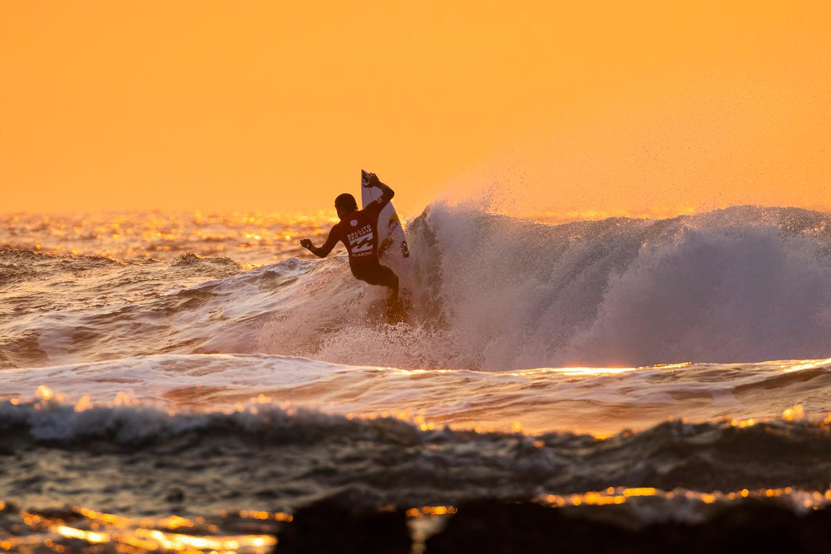ラウンドアップを決めた五十嵐カノア PHOTO: © WSL / Cestari
