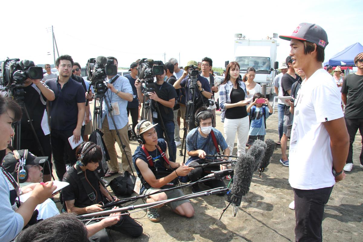 多くの報道関係者が集まり、カノアの注目度の高さを改めて実感。
