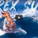 JOBことジェイミー・オブライエンが、メキシコでT-レックス・コスチュームを着用したサーフィン映像を公開。