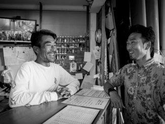脇田 貴之と清野 監督 (C) Surfrider Foundation Japan