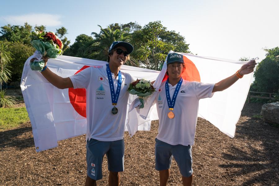日本初のWSG表彰台に上がったカノアとシュン。ISA