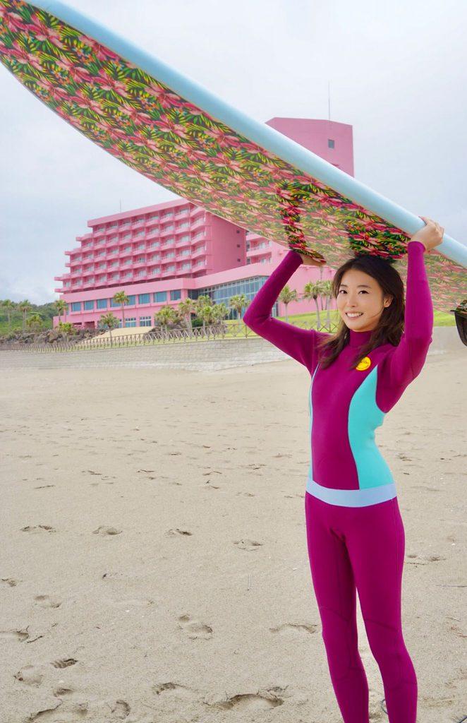 今回、映画にサーファーで看護師の役で出演した女優の松原奈佑さん