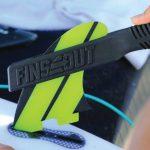 サーフボードのフィン交換を容易にするツール「FINSOUT(フィンズアウト)」が10月下旬より日本で販売開始。