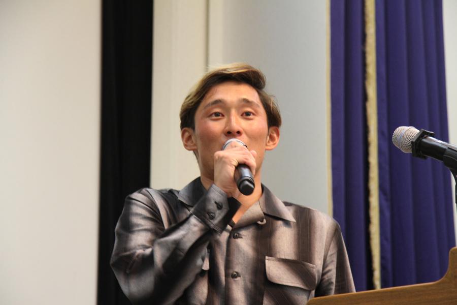 この日のJPSAで優勝した高橋健人も壇上に上がりお世話になったイズキ・プロに感謝の気持ちを述べていた。