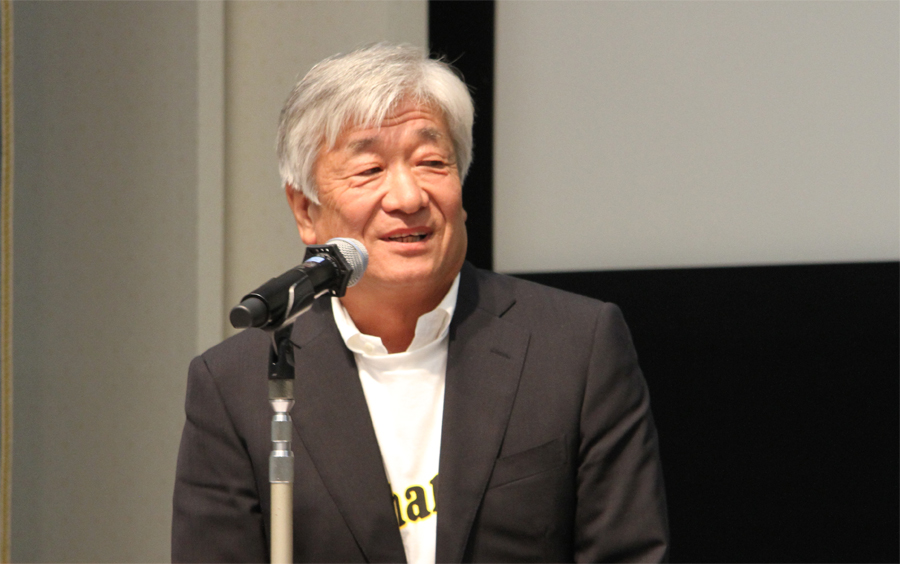 田中樹が乗るクォーターサーフボード シェイパーの黒木保氏が主賓挨拶