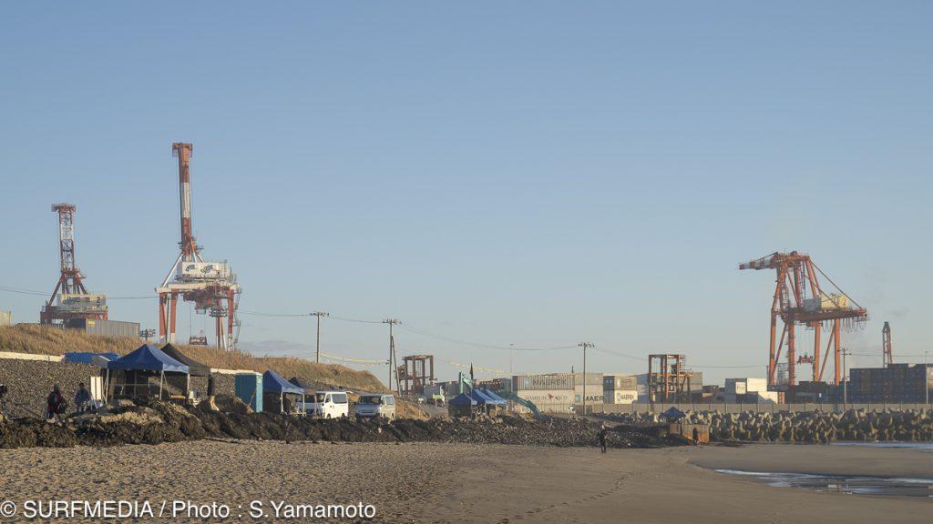 仙台新港ならではの風景。大きなコンテナとクレーン。