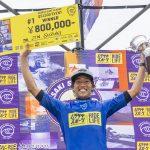 鈴木仁が地元湘南で悲願のプロ初優勝を成し遂げた。WSL-QS1500「MURASAKI SHONAN OPEN」