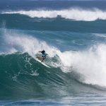 加藤嵐がラウンド3進出。稲葉玲王は惜しくも敗退。巨大波が続くサンセット。QS3000「Vans Pro 」
