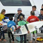 田中樹がサーフィン塾「IZUKI SURF CLUB」を開始。塾生募集するも一日で定員オーバーの人気ぶり。