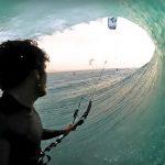 カイトサーフィンでバレルライド? 世界チャンピオンであるケアヒ・デ・アボイティズの神業バレル
