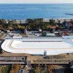 今春に静岡県牧之原市にオープン予定である日本初の大型ウェイブプール「静波サーフスタジアム」工事の進捗状況