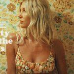 BILLABONGが「The Salty Blonde」のヘイリー・エレファンテとの第二弾コラボレーションラインを発表